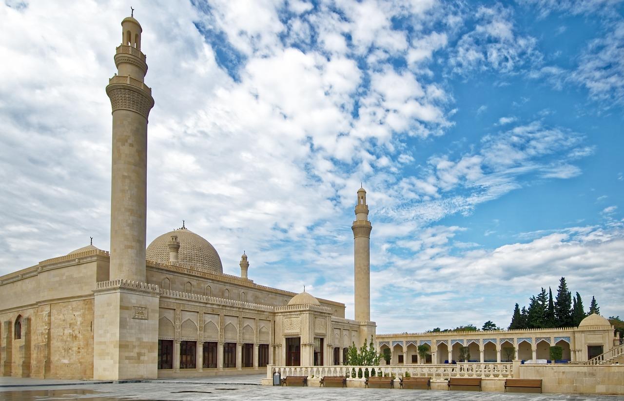 Góry, zamki i meczety. Co warto zwiedzić w Azerbejdżanie?