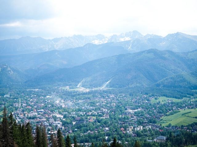 Zwiedzaj górskie szlaki