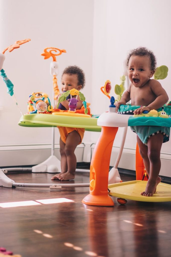 Idealne prezenty dla małych dzieci wspierające ich rozwój